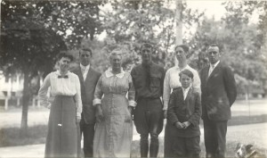 "1916 - Erma May Kyle and George William Wright, Elizabeth Helen ""Nellie"" Pidd Wright, David Morgan Wright, Alice Mary Wright and William J. Reece and their son George William Reece"